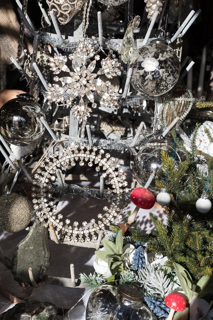 Christmas decorations in Le Passé - Le Présent