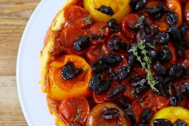 Tarte tartin aux tomates avec olives
