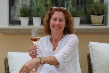 Victoria Koning Mirabeau Wine-001