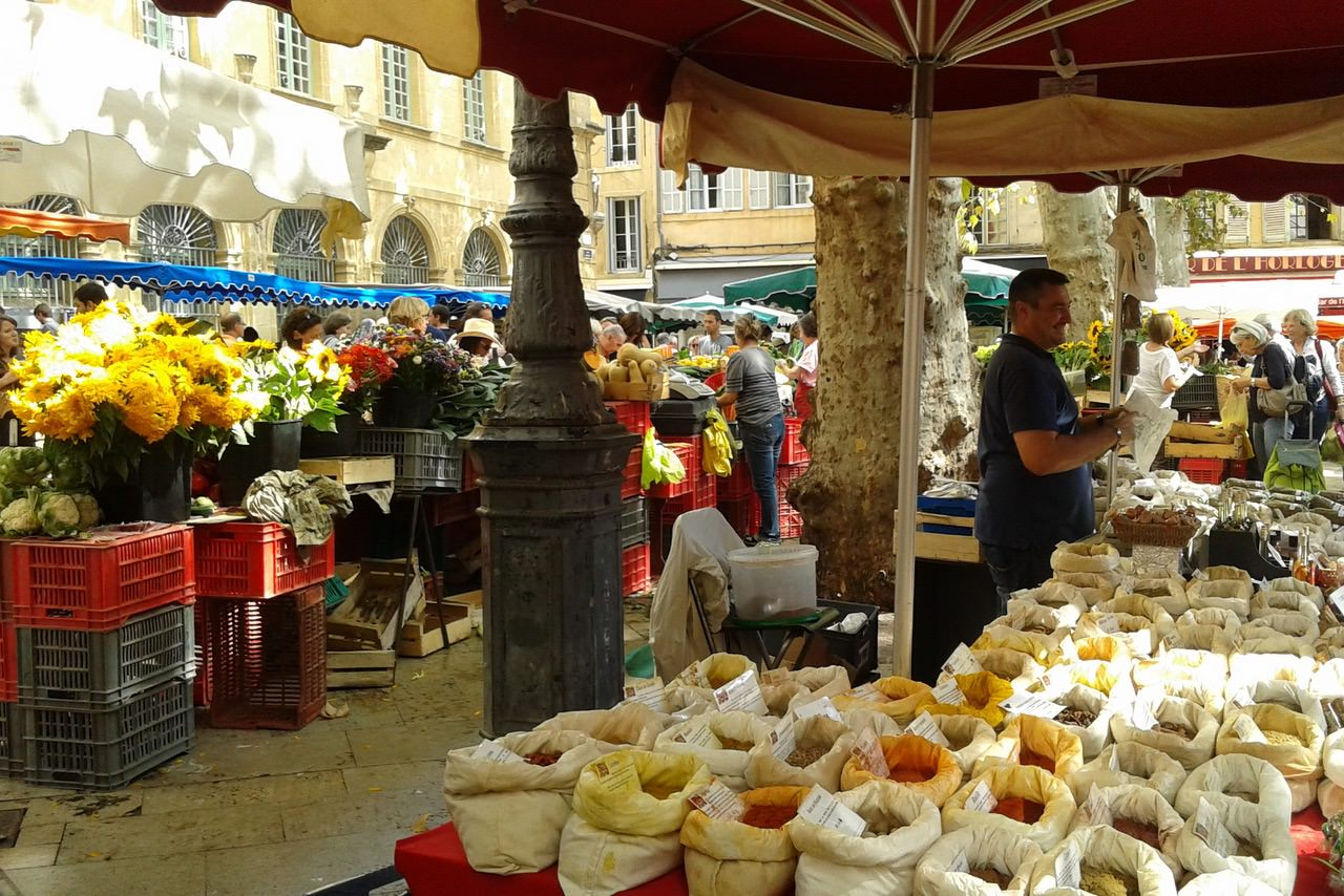 market day in aix en provence mirabeau. Black Bedroom Furniture Sets. Home Design Ideas